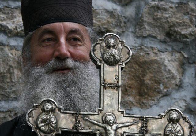 Немојте да формирате Владу као да крчмите плијен – Отац ЈОВАН ПЛАМЕНАЦ
